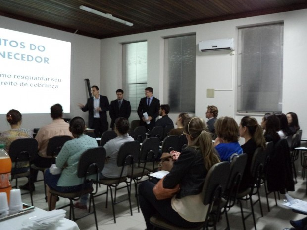 Workshop jurídico é realizado na CDL de Laguna