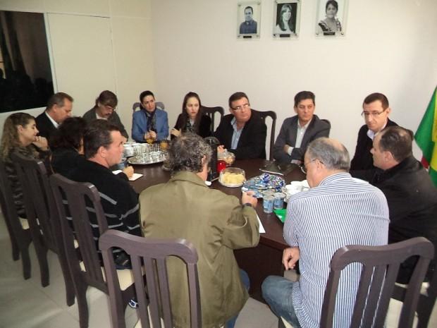 Reunião sobre animais abandonados é realizada na CDL