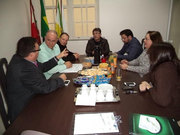 """CDL e ACIL recebem reunião do """"Café com o Prefeito"""""""