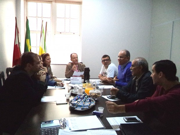 Diretores da CDL e Sincaval reúnem-se em função do Natal 2014