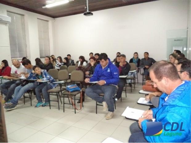 Laguna recebe curso Técnico em Administração
