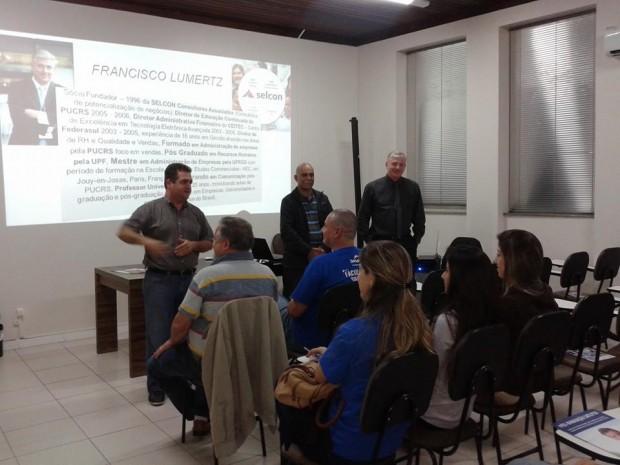 Palestra sobre técnicas em vendas é realizada em Laguna