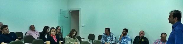 Reunião é realizada no auditório da CDL de Laguna com os associados