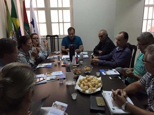 A CDL discute em reunião a criação de um Fórum do Varejo para Laguna.